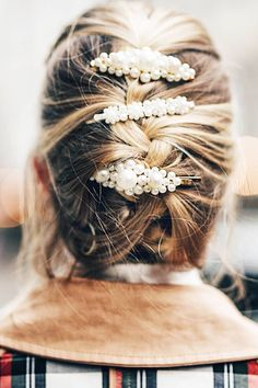 Hair Jewelry Acessories Prediction: These 6 Hair Accessories Will Spike in 2019 - From hairbands to pearl pieces, these are the six hair accessories we expect to spike in Pigtail Hairstyles, Bobby Pin Hairstyles, Popular Hairstyles, Scarf Hairstyles, Down Hairstyles, Medium Hairstyles, Lauren Hutton, Alyssa Miller, Jeanne Damas