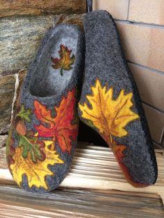 Nuno Felting, Needle Felting, Wool Shoes, Felted Slippers, How To Make Shoes, Felt Flowers, Fiber Art, Shoe Boots, Crafty