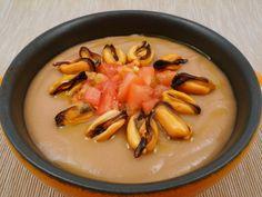 Crema di fagioli con cozze e dadolata di pomodori