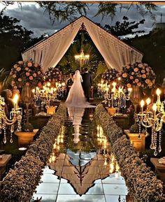 Bom dia com este casamento de tirar o fôlego via ✨ @noivinhaantenada ✨ Um sonho de casamento ao ar livre no pôr-do-sol! ☀️ ⠀