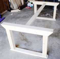Learn how to build a farmhouse table inspired by ZGallerie's Rencourt dining table. Plans by Ana White, Tutorial by Jen Woodhouse. esstisch How to build a farmhouse table Farmhouse Dining Room Table, Diy Dining Table, Farmhouse Furniture, Diy Furniture, Furniture Design, Furniture Plans, Woodworking Furniture, White Farmhouse Table, Woodworking Projects