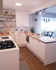 A imagem pode conter: cozinha e área interna - Modern Grey Kitchen, Grey Kitchen Designs, Kitchen Room Design, Kitchen Cabinet Design, Modern Kitchen Design, Home Decor Kitchen, Interior Design Kitchen, Home Kitchens, Kitchen Ideas