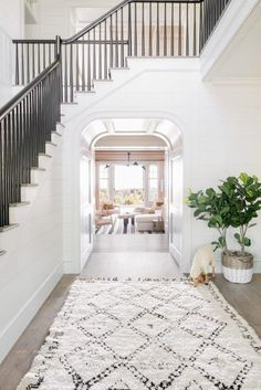 This stunning contemporary beach house was designed by Cortney Bishop Design, located on Kiawah Island, in Charleston County, South Carolina. Style At Home, Foyer Decorating, Decorating Ideas, Decorating Websites, Beach House Decor, Home Decor, Beach House Designs, House On The Beach, Decor Crafts