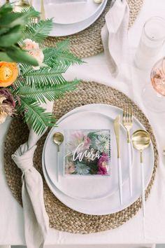 10 DIY wedding decor ideas to elevate your design - 100 Layer Cake Paper Flowers Diy, Paper Roses, Diy Paper, Diy Place Cards, Diy Cards, Mason Jar Crafts, Mason Jar Diy, Idee Baby Shower, 100 Layer Cake