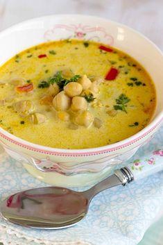 Schnelle,gesunde Kichererbsen Suppe mit Kokosmilch und vielen Gewürzen. Eine stärkende Suppe für das Immunsystem mit Kurkuma, Ingwer,Curry und Kreuzkümmel.