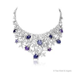 -Paradaiza necklace, Les Jardins collection-White gold, star sapphires, diamonds.The Paradaiza necklace from Les Jardins collection has been inspired by the Italian Renaissance gardens. This precious creation highlights an exceptional batch of star sapphires, a rare type of sapphire on which a six-rayed star-shaped pattern appears when viewed with a single overhead light source.