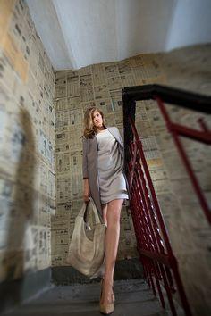 Klasyczny zestaw - sukienka + płaszcz w beżowym kolorze. Classic set - dress + coat in beige color. http://www.bee.com.pl/e-sklep/