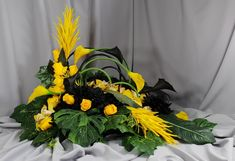 Inexpensive Flower Arrangements, Funeral Flowers, December 25, Daisy, Plants, Anna, Floral Arrangements, Floral Design, Spring