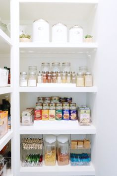 Well-stocked pantry: Photography : Clea Shearer Read More on SMP: http://www.stylemepretty.com/living/2016/07/21/this-organizers-home-will-give-you-maje-motivation-to-clear-the-clutter/