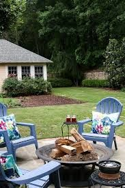 Awesome DIY Backyard Fire Pit Design Ideas & Plans to Make Happy with Your Family - Go to your and sit around the to maintain a conversation, instead. Make A Fire Pit, Fire Pit Uses, Diy Fire Pit, Fire Pit Backyard, Bali Blinds, Fire Pit Lighting, Horror, Pergola Pictures, Concrete Fire Pits