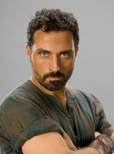 "Rufus Sewell as Tom the Builder in ""Pillars of the Earth"""