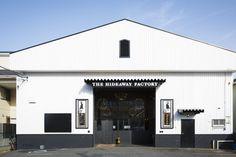 お店を探すのも楽しみのひとつ Building Exterior, Building Design, Cafe Restaurant, Restaurant Design, Warehouse Renovation, Bus City, Co Trip, Salon Design, Shops
