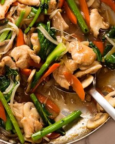 Close up of Chop Suey - Chicken Stir Fry - with plenty of Chinese brown gravy! Easy Chinese Recipes, Asian Recipes, Chop Suey Sauce, Chop Suey Recipe Chinese, Vegetable Chop Suey, Sauce Recipes, Chicken Recipes, Recipe Chicken, Chinese Cooking Wine