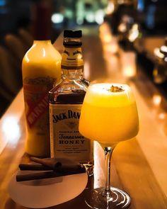 bubbles ginzaのオリジナルカクテルいちごのシャンパンカクテルに続き今回は蜂蜜香るウィスキーとタマゴのリキュールを使用した エッグカクテルをご紹介 エアミックスという技法を使い 口当たりはふんわり柔らかく蜂蜜シナモンなど優しい香りを感じ甘く優しい味です是非お試しください #bubblesginza#bar#bartender#champagne#laurentperrer#sparklingwine#cocktail#cocktails#fruitcocktail#champagnecocktail#bier#whisky#wine#ginza#renewal#happyhour#バブルズギンザ#銀座#バー#バーテンダー#シャンパン#スパークリング#ローランペリエ#カクテル#フルーツカクテル#シャンパンカクテル#ギンザ#ハッピーアワー