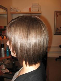 short+layered+bob+haircuts+back+view | Easy to care for, this neck length bob is ideal for 'sporty' girls.
