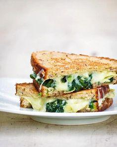 DIVINÍSIMO: pan de 5 cereales, queso de cabra, albahaca y a tostar !