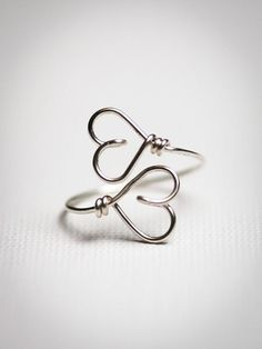 2 HEARTS - Together forever, Gold, 925 Sterling Silver, Symbol Wire Ring, Friendship Ring. via Etsy. Diy Wire Jewelry Rings, Wire Jewelry Designs, Diy Rings, Cute Jewelry, Wire Wrapped Jewelry, Jewelry Crafts, Jewelry Model, Homemade Jewelry, Diy Schmuck