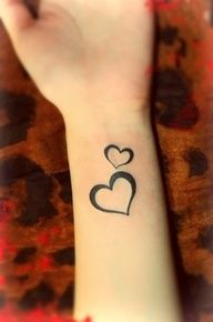 Several heart tattoo designs including heart tattoos formed by pulse type of curve, totem type of heart tattoos, a heart tattoo with half inked on one finger and half one the other; and several double heart tattoos with one big and one small heart. Two Hearts Tattoo, Small Heart Tattoos, Cute Small Tattoos, Tattoo Small, Heart Tattoos On Wrist, Wrist Tattoos Girls, Tattoos For Daughters, Sister Tattoos, New Tattoos