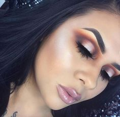 The sex appeal of this look is out of control. Such a knockout look @_makeupbygiselle thank you for working with the 35C palette