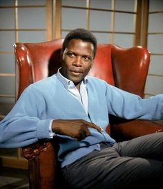 Sidney Poitier, who won an Oscar for his performance in Lilies of the Field, was the first black actor to ever win one of the gold statuettes: 52 years later, only four more have won a best actor or actress award Hollywood Actor, Hollywood Stars, Classic Hollywood, Old Hollywood, Hollywood Glamour, Katharine Hepburn, Marilyn Monroe, Blue Canvas Art, Black Actors