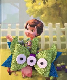 Little Green Alien Bow Disney Diy, Disney Crafts, Foam Crafts, Craft Foam, Disney Hair Bows, Bow Template, Custom Bows, Felt Bows, Boutique Hair Bows
