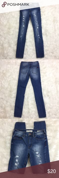 """BULLHEAD Destroyed Skinny High Rise Jeans These jeans are in great condition! No marks! 99% cotton 1% spandex. 27"""" waist. 9 inch rise. 29"""" inseam. Non-smoking pet free home.                                                🔹suggested user🔹fast shipper🔹                                    🔸bundle to save 15%🔸300+ items🔸 Bullhead Jeans Skinny"""