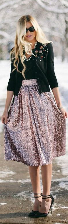 Holiday Series : #Sequin #Skirt by Barefoot Blonde => Click to see what she wears