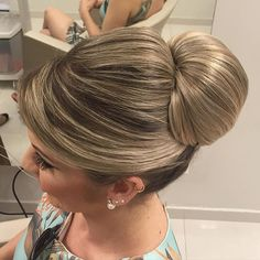 "Bom dia! <span class=""emoji emoji1f60d""></span> #equipejanainamendes #equipediamantrouge #style #penteadosx #hairdo #hair #beautiful ..."