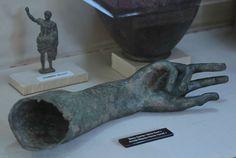 Samsun Arkeoloji ve Etnografya Müzesi'nde sergilenen Amisos hazineleri dönemin altın işlemeciliğiyle dikkat çekiyor.