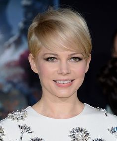 Michelle Williams' grown out pixie is so glamorous!