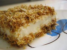 Çıtır Kadayıf Tatlısı Malzemeleri: 350 gram kadayıf 5 yemek kaşığı şeker 100 gram margarin 1 su bardağı dövülmüş fındık Muhallebisi için Muhallebisi için; 1 li