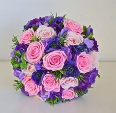 purlpe pink bouquet wedding