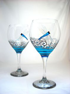 Personalized wine glasses hand painted with turquoise dragonfly featuring pewter scrolled waves with turquoise accents on each glassware goblet. Wine Glass Crafts, Wine Bottle Crafts, Bottle Art, Decorated Wine Glasses, Hand Painted Wine Glasses, Flute Glasses, Wine Goblets, Glass Design, Glass Bottles