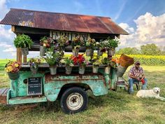 Pick the most beautiful, locally grown bouquets from this traveling flower truck in Kentucky.