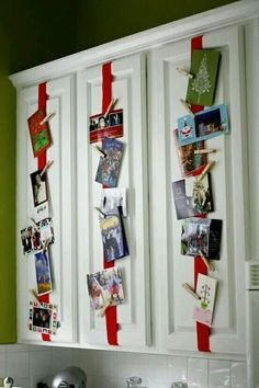 25 different ways to display Christmas cards - some very creative Christmas card holders and beautiful wall displays to brighten up your house. Christmas Time Is Here, Noel Christmas, Christmas Projects, Christmas And New Year, All Things Christmas, Winter Christmas, Holiday Crafts, Holiday Fun, Christmas Ideas