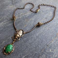 Collier Scarabée Égyptien Art Nouveau, vert Jade, bronze antique