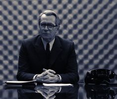 Alec Guinesss as George Smiley