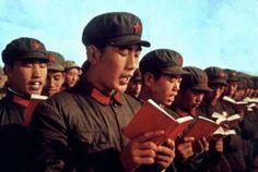 El libro Rojo de Mao dedicado a él, recopilando citas, escritos y discursos, considerado como el principal icono de la China comunista durante su época, era obligatorio estudiarlo en escuelas o trabajos y se podía penar el hecho de no conocerlo o perderlo. Se estimaba que los trabajadores eran más felices y más productivos si se guíaban según estas reglas. Fiorella Paolino