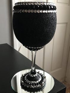 Black and Silver - 21 ounce wine glass with silver embellishments. Glitter Wine Glasses, Diy Wine Glasses, Decorated Wine Glasses, Wine Glass Crafts, Bottle Crafts, Elegant Party Decorations, Rhinestone Crafts, Homemade Christmas Gifts, Gothic Wedding