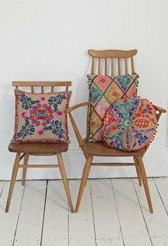 i want those cushions badly.......