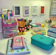 Desk decor design ideas and fun accessoris Tumblr School Supplies, Cute School Supplies, Craft Supplies, School Stationery, Cute Stationery, Stationary, Desk Organization Diy, Diy Desk, Study Room Decor