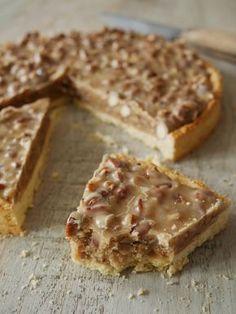 Nut and caramel pie pies pies recipes dekorieren rezepte Sweet Pie, Sweet Tarts, Sweet Recipes, Cake Recipes, Dessert Recipes, Appetizer Recipes, Köstliche Desserts, Delicious Desserts, Desserts Citron