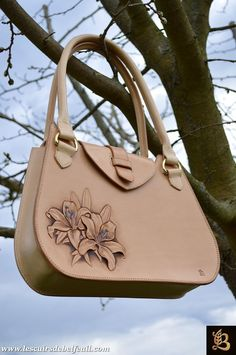 The Leather of Belfeuil - Photos- Les Cuirs de Belfeuil – Photos The Leather of Belfeuil – Photos - Leather Carving, Leather Tooling, Leather Purses, Leather Handbags, Leather Gifts, Leather Bags Handmade, Leather Craft, Sculpture Sur Cuir, Leather Wallet Pattern