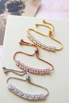 The sterling silver bracelets have actually been extremely popular amongst ladies. These bracelets are available in various shapes, sizes and styles. Stylish Jewelry, Cute Jewelry, Jewelry Sets, Wedding Jewelry, Fashion Jewelry, Fashion Accessories, Wedding Rings, Jewelry Design Earrings, Art Deco Jewelry