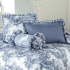 Clever Carriage French Toile Pillows 3-pack