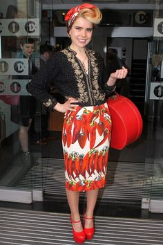 I really love how Paloma Faith paired her D wiggle dress with a beaded cardigan :D