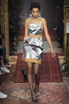 Moschino Fall 2016 Ready-to-Wear Fashion Show - Lineisy Montero