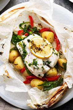 18 Parchment Meals That Make Cooking Fish for Dinner a Breeze 18 parchment meal recipes, like Baked New Potatoes and Cod en Papillote, that make cooking fish for dinner a breeze. Cod Recipes, Potato Recipes, Seafood Recipes, Healthy Dinner Recipes, Meal Recipes, Steamed Fish Recipes Healthy, Cooking Recipes, Baked Fish, Baked Salmon