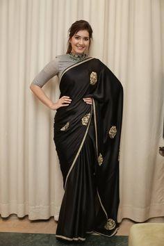 Glamorous Indian Girl Rashi Khanna In Black Saree Indian Designer Outfits, Indian Outfits, Sonam Kapoor, Deepika Padukone, Indian Heroine Photo, Sarees For Girls, Sari Blouse Designs, Black Blouse Designs, Saree Photoshoot
