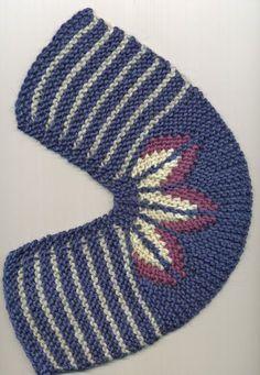 Punomo - Tee itse - Neulonta - BLOMTOFFLAN short row leaves knit slippers from Finland Knitting Short Rows, Loom Knitting, Knitting Socks, Free Knitting, Baby Knitting, Crochet Baby, Knit Crochet, Crochet Slipper Pattern, Crochet Shoes